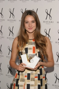 "Shailene Woodley, ""The Descendents"" and HAYARI PERFUME"